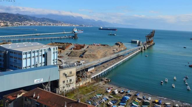 piattaforma contenitori maersk vado dall'alto