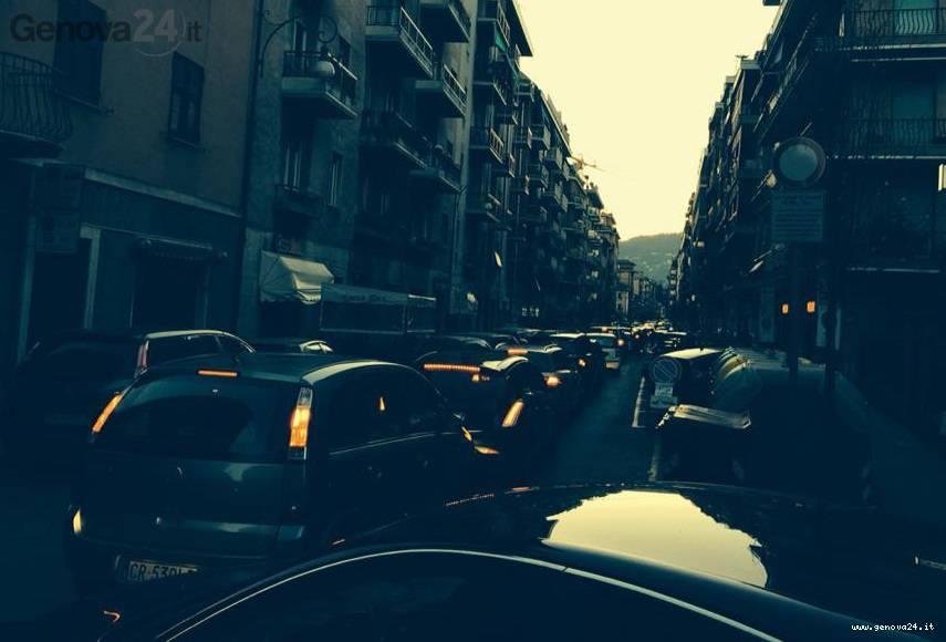 smog, traffico rapallo (foto di Alberto Basso dalla pagina Facebook Mugugno a Rapallo)