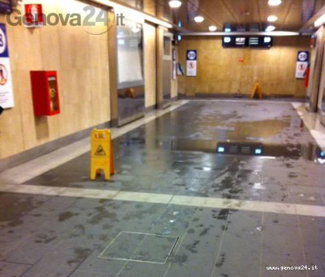 stazione principe, piove nel sottopasso
