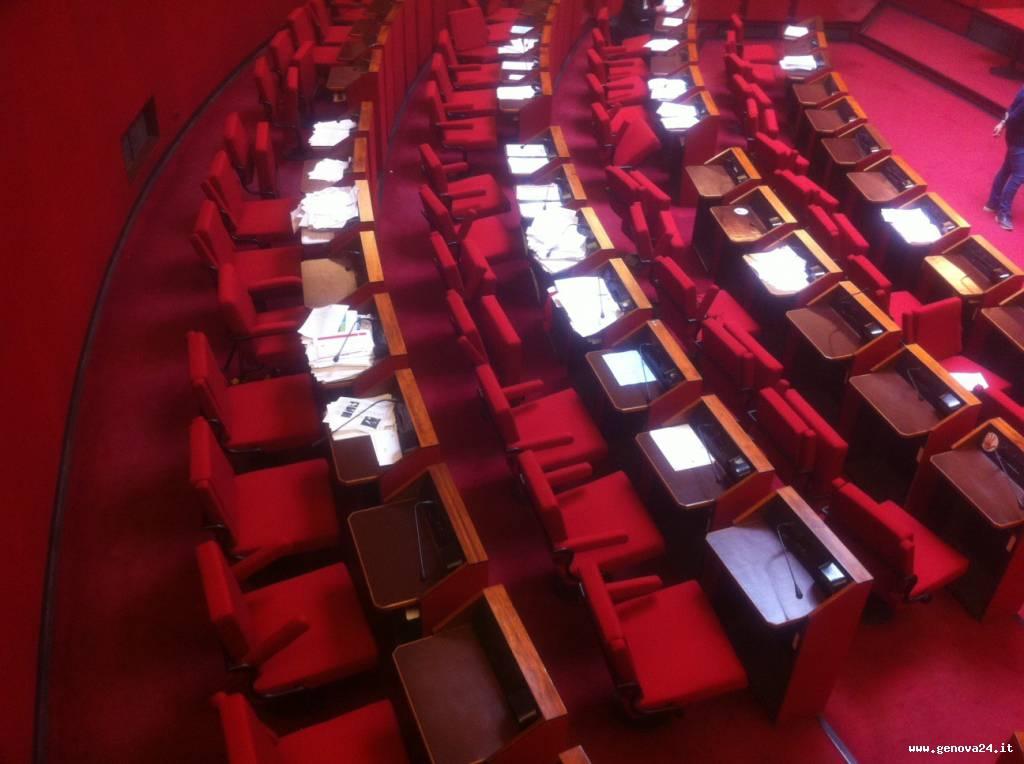 aula rossa comune genova vuota