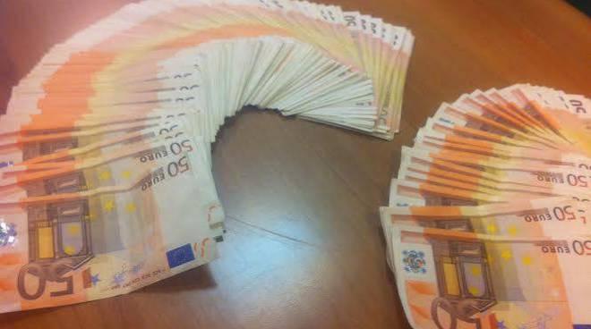 rapina, euro, 50 euro, banconote, soldi