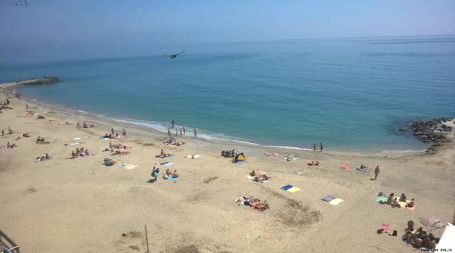 spiaggia soleggiata in promavera