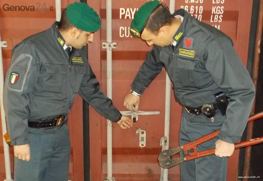 guardia finanza sequestro container