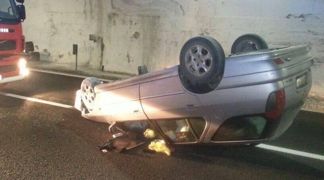 incidente a10 auto cappottata