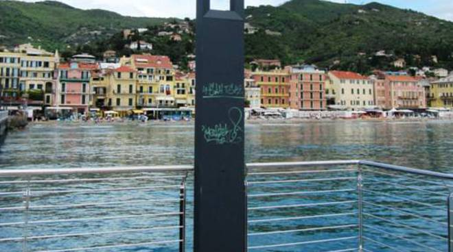 molo bestoso vandali
