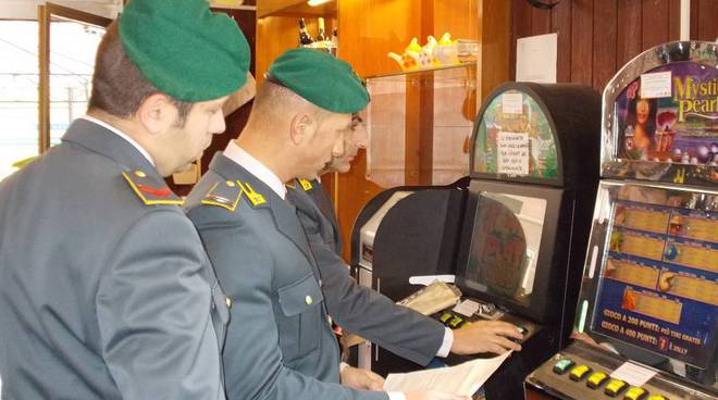 guardia finanza, slot machine, videolottery