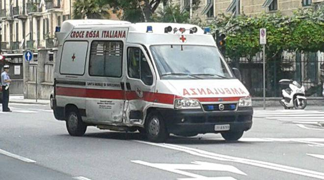 ambulanza incidente corso mazzini