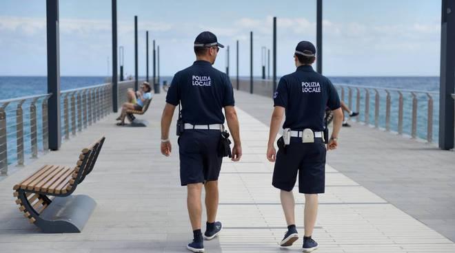 polizia municipale alassio divise estive