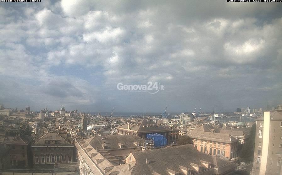 Genova, sole e nuvole
