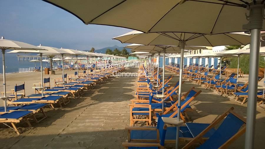 Spiaggia, stabilimento balneare, mare