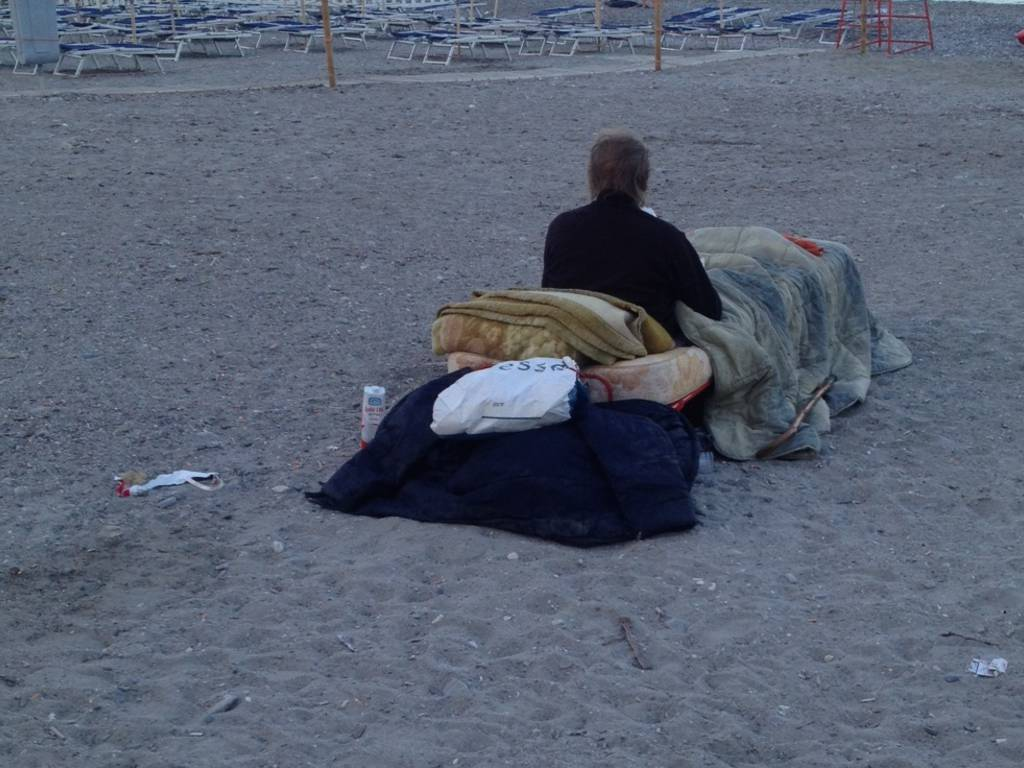 anziano spiaggia