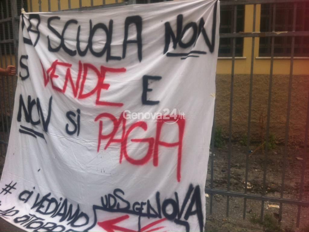 Scuola striscione protesta