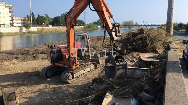 Albenga rifiuti ingombranti fiume Centa