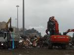Alluvione a Genova, nuovi temporali e volontari al lavoro