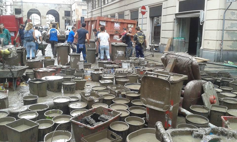 alluvione Genova, angeli del fango ed esercito in azione