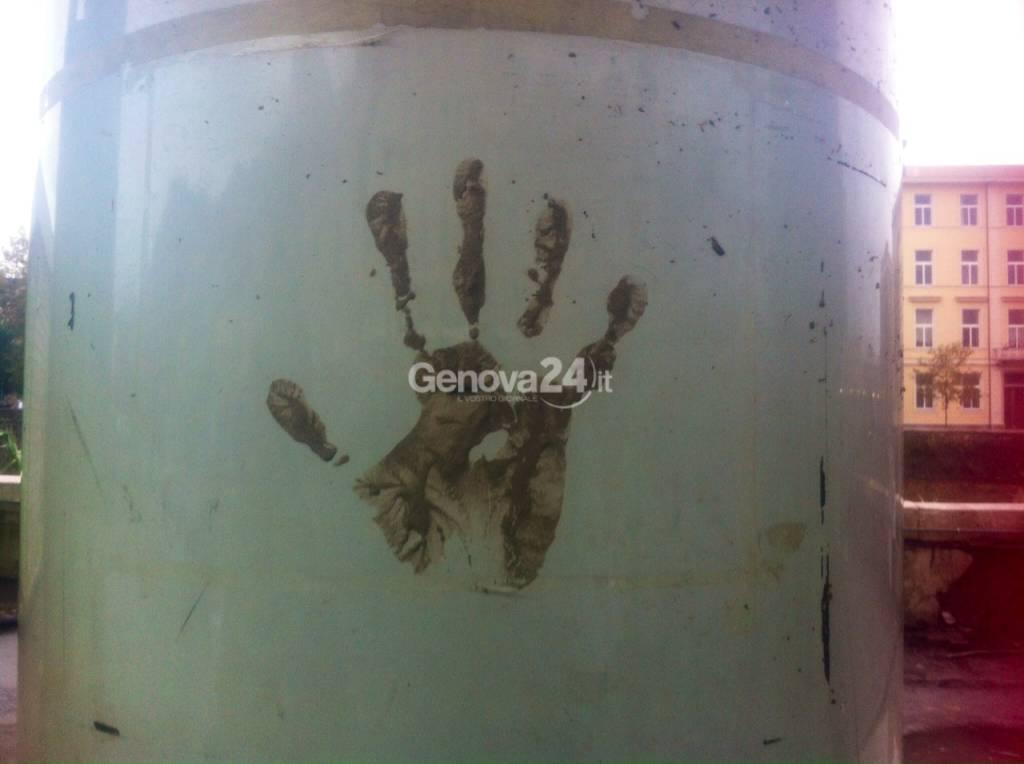 alluvione genova impronta simbolo