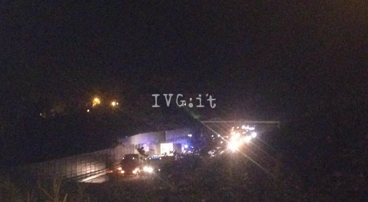 camion a fuoco sulla A10