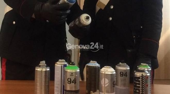 carabinieri, sequestro bombolette spray
