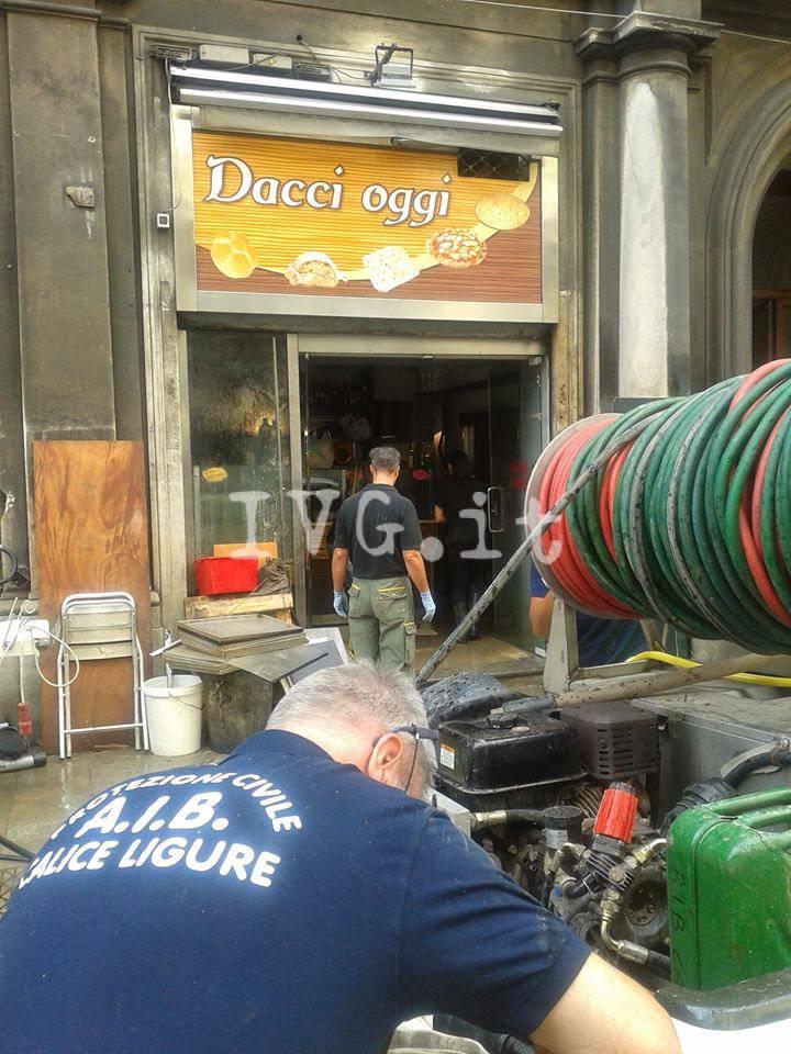 I volontari della Protezione Civile di Calice a Genova