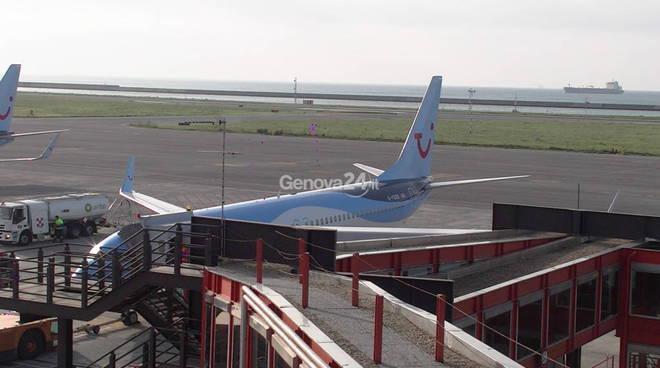 Uscita Genova Aeroporto : Genova incidente all aeroporto scala passeggeri scontra