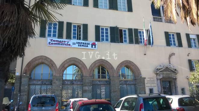 Protesta lavoratori Camera di Commercio Savona