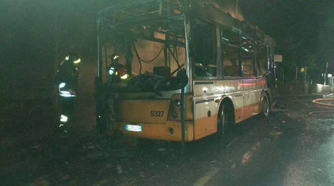 amt bus fiamme oregina