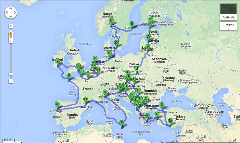 """""""Eurovespa"""": un viaggio di 16 mila chilometri su una Vespa 50 attraverso l'Europa"""