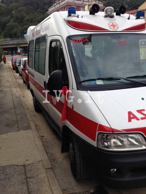 fiocco rosso ambulanza Croce Rossa