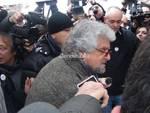 #Fuoridalleuro, Beppe Grillo firma a Genova