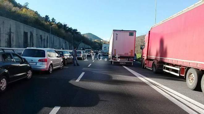 Incidente A10, autostrada bloccata