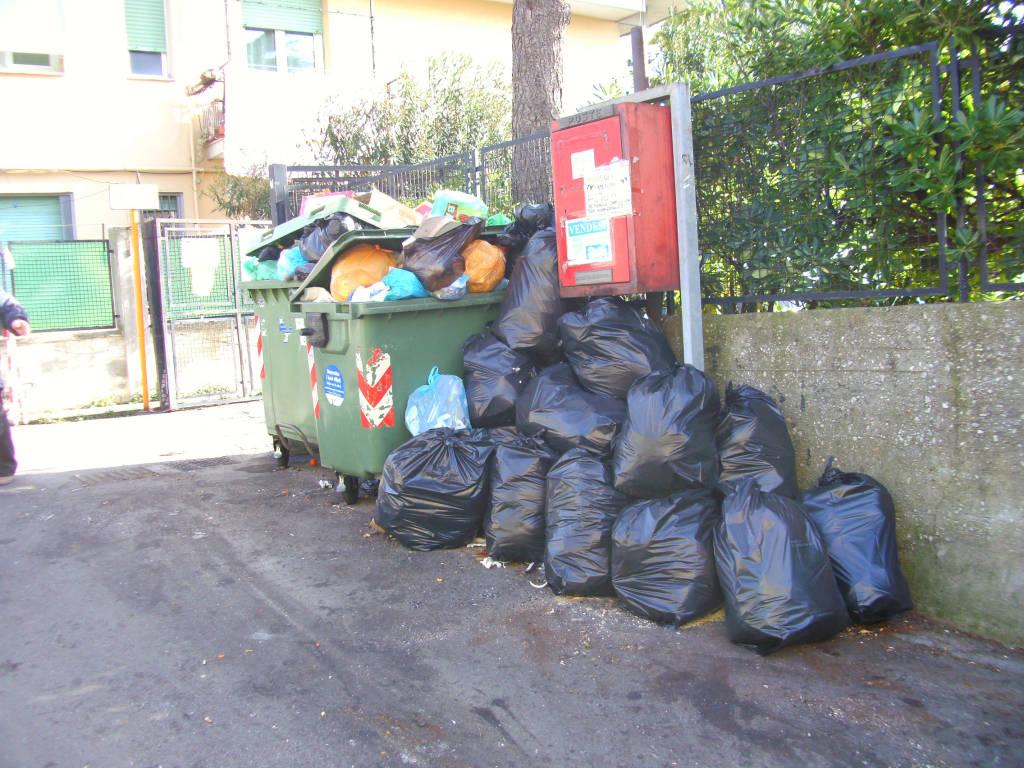 via mansueto certosa emergenza rifiuti