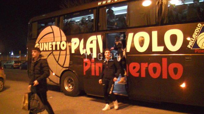Cremona autobus fuori strada