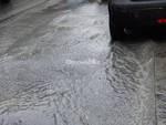 Grossa perdita d'acqua in via XII Ottobre