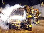 Masone, auto in fiamme sulla a26