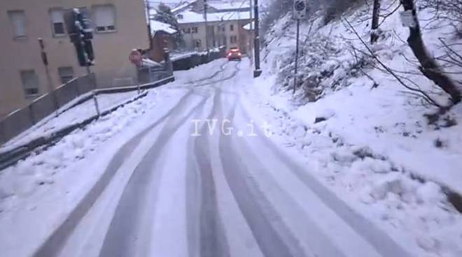 Neve, le strade della Valbormida diventano una pista da sci
