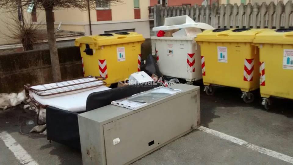 Rifiuti ingombranti abbandonati a Rossiglione