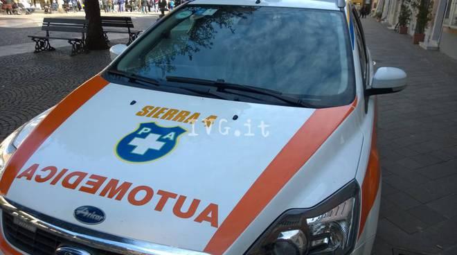Auto gli taglia la strada, 52enne muore in scooter a Sestri