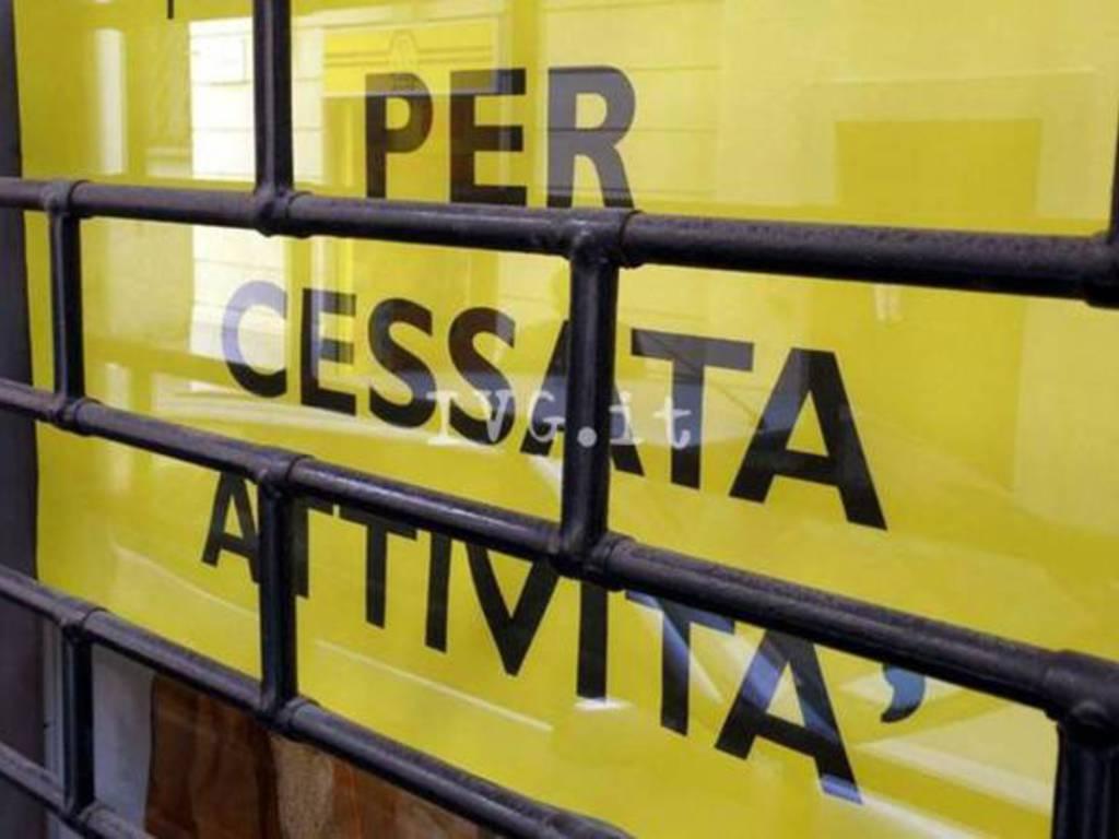 cartello negozio chiusura cessata attività