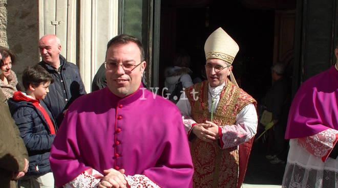 ALbenga, il vescovo Borghetti si presenta alla prima messa