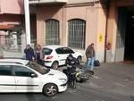 Albenga, scontro tra auto e scooter: postino al pronto soccorso