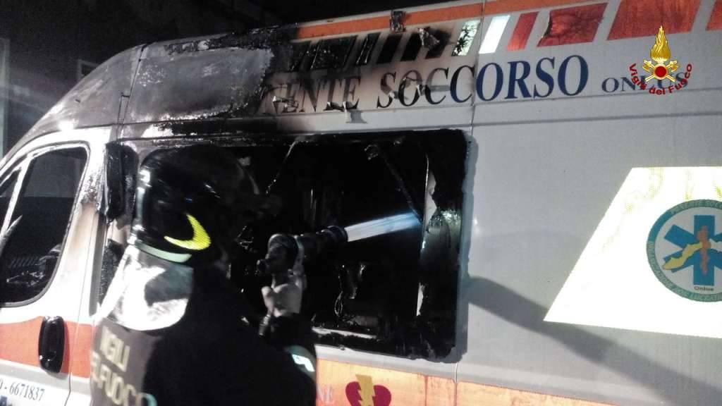 incendio ambulanza