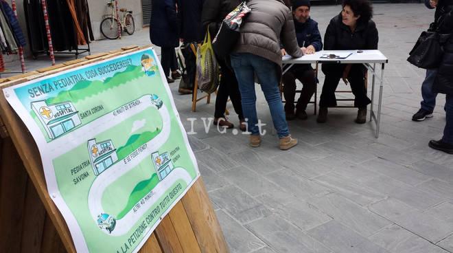 """Pediatria Santa Corona, partenza record per i """"Cittadini Attivi Loanesi"""": 450 firme in tre ore"""