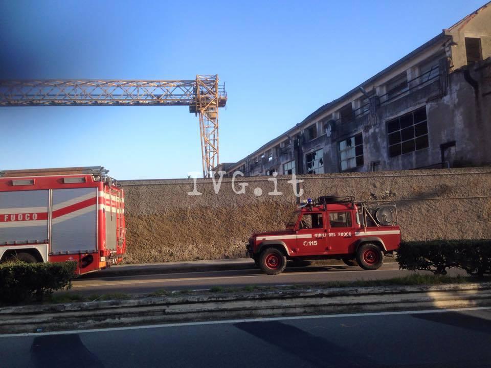 Savona, intervento congiunto di pompieri e vigili agli ex cantieri Solimano