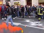 Sciopero e protesta dei portuali genovesi