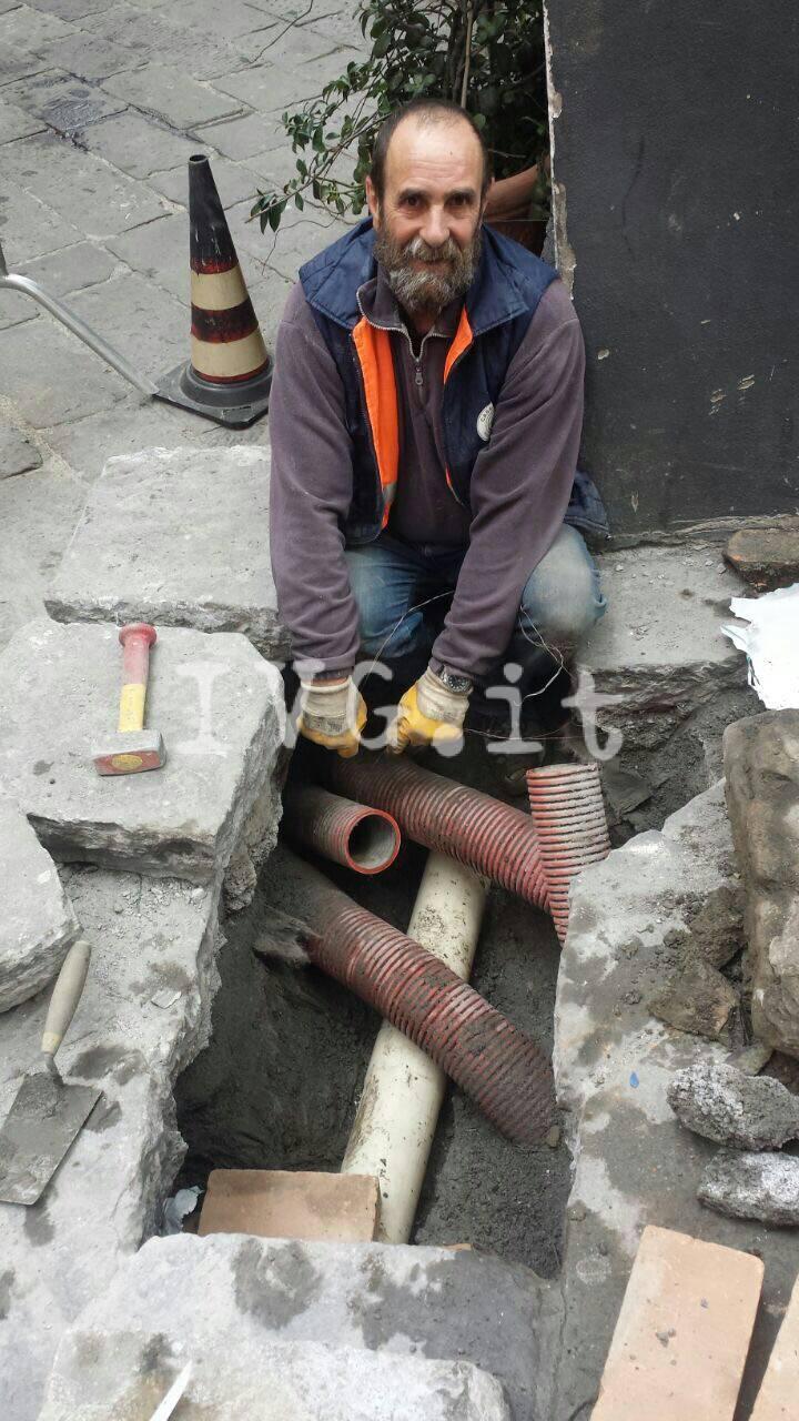 """Albenga, tre giorni di lavoro per la riparazione di un """"finto tombino"""""""