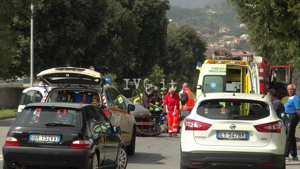 auto albero incidente quiliano