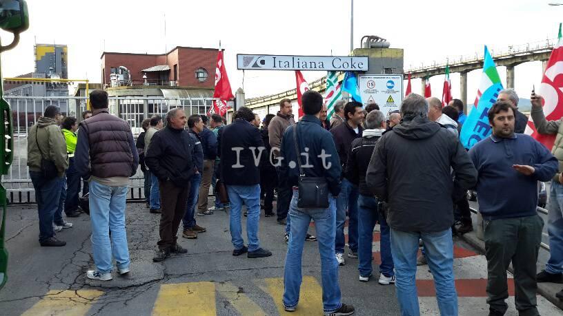 Cairo, i lavoratori di Italiana Coke in presidio davanti allo stabilimento
