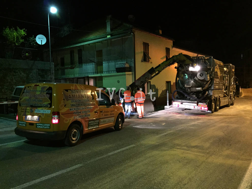 Camion ribaltato a Montemoro