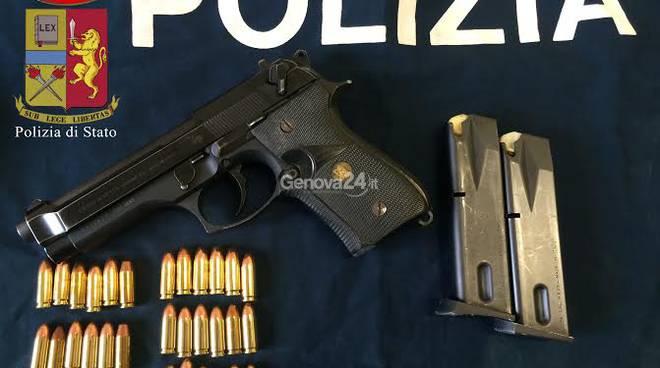 La pistola e il taser (dissuasore elettrico) di Antonini