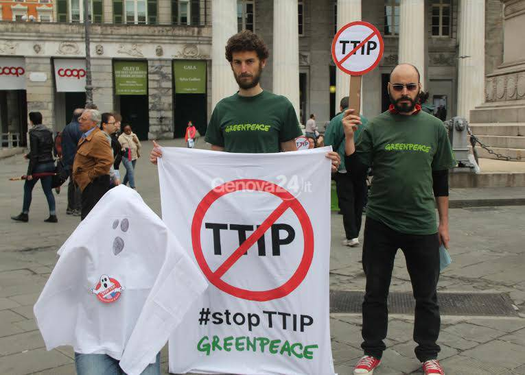 La protesta di Greenpeace